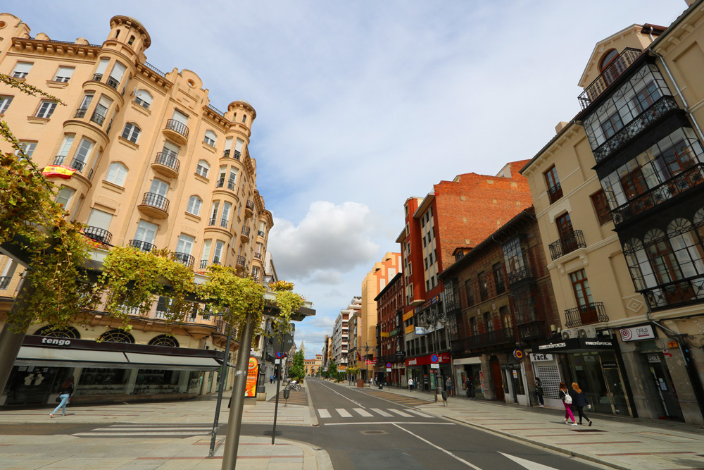Highlights of a self-guided walking tour of León, Spain