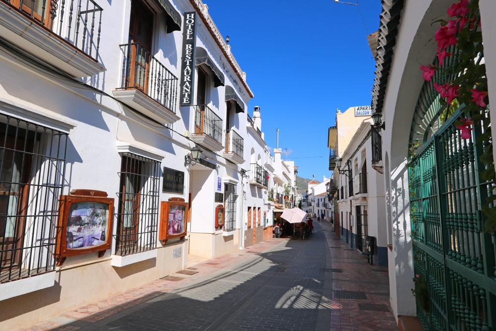 Calle Carabeo, Nerja