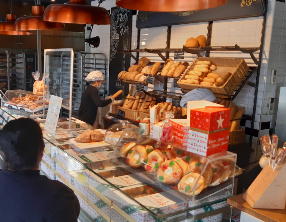 buying a Roscón in Spain