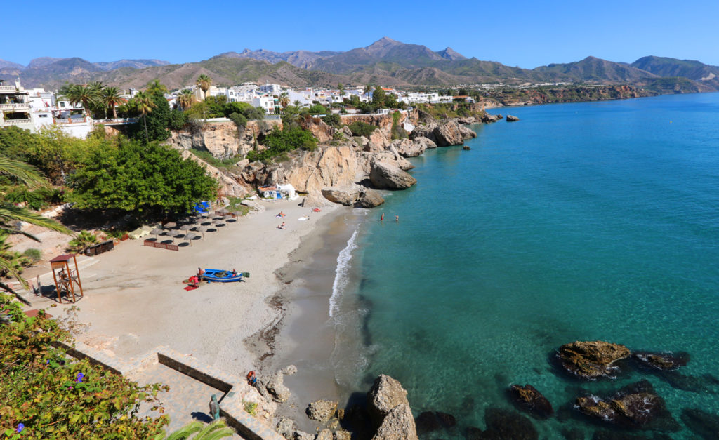 Can Americans and Canadians travel to Spain in June 2021?