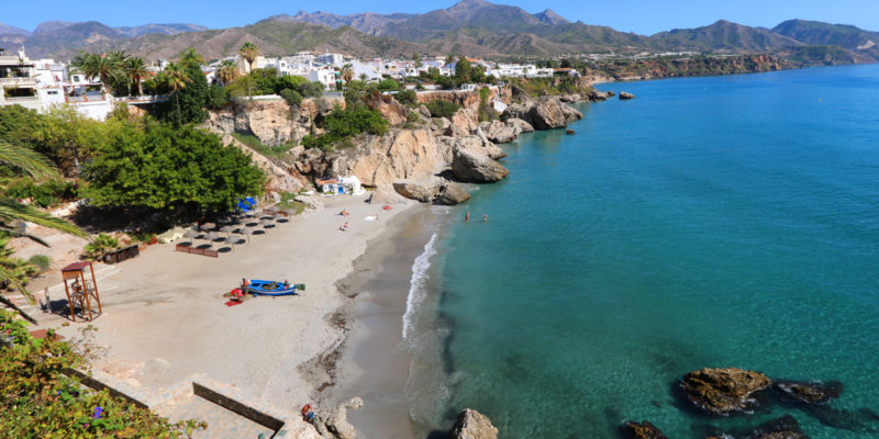Will Americans and Canadians be allowed to travel to Spain in June 2021?